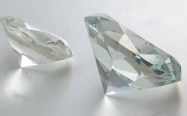 Paper Weight Crystal Diamond 6.5x3.8 CM