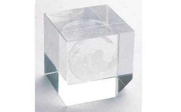 Paper Weight -110 Crystal Qubic 3.8x3.8x3.8 CM